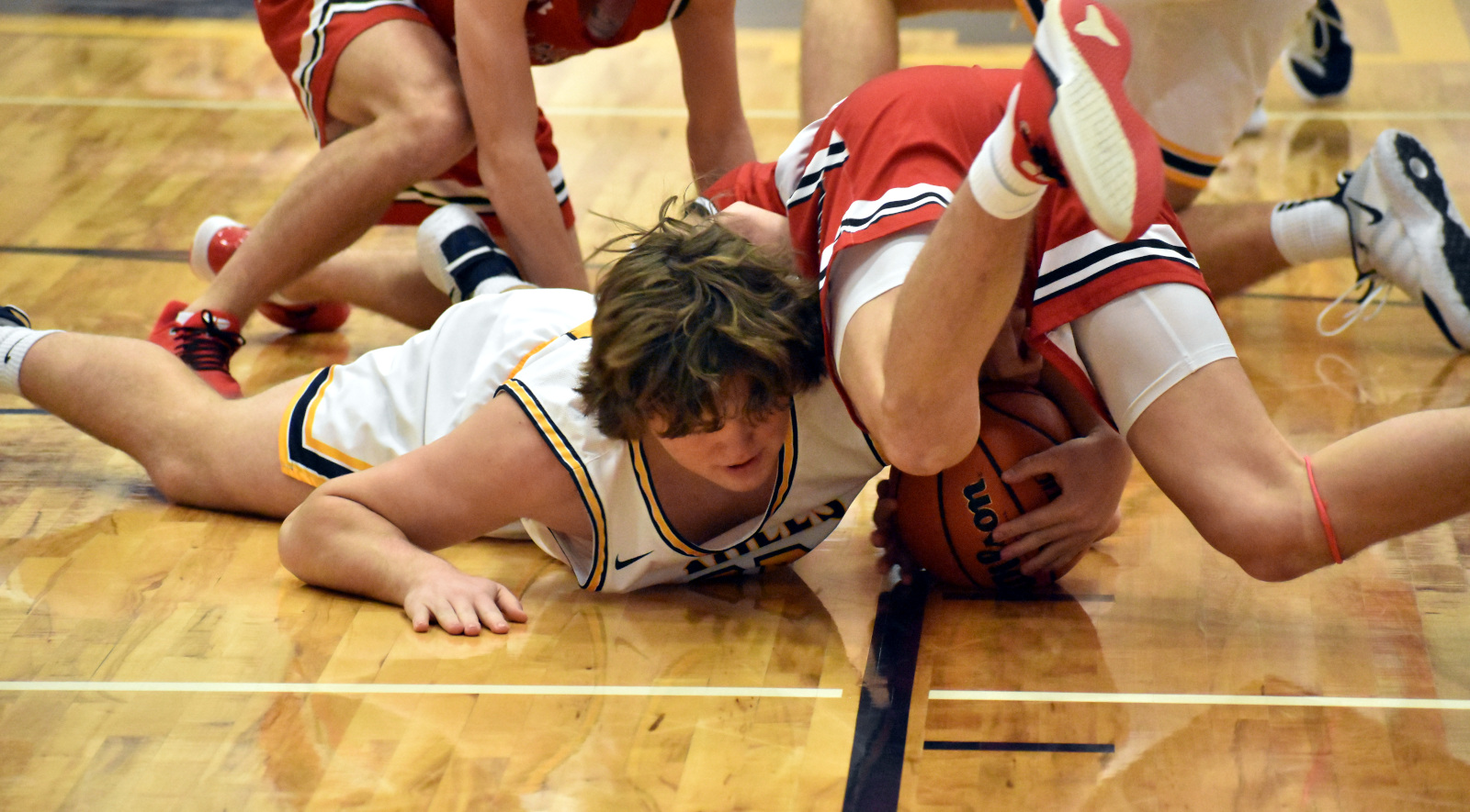 Basketball player dives on floor
